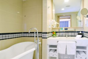Royale Chulan Penang - Corner Suite Bathroom