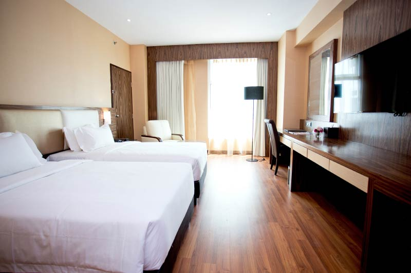Vouk Hotel Suites - Deluxe Room Twin Bed City View 2