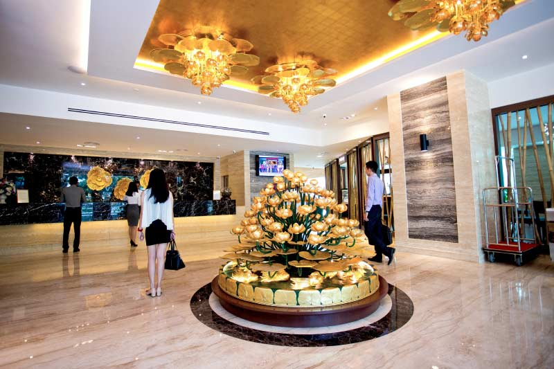 Vouk Hotel Suites - Lobby With Guests