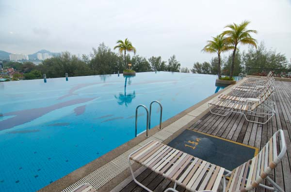 The-Gurney-Resort-Hotel-&-Residences-Outdoor-Pool