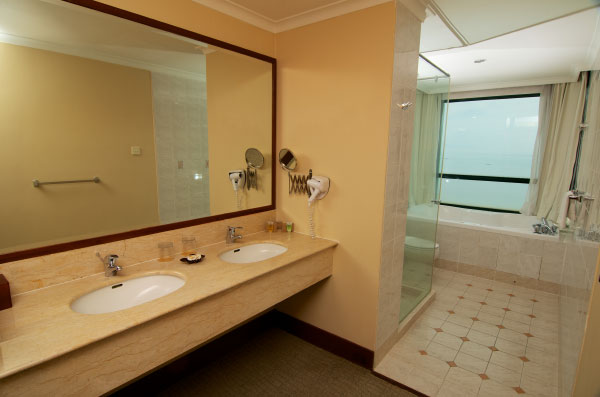 The-Gurney-Resort-Hotel-&-Residences-Two-Bedroom-Suite-Bathroom