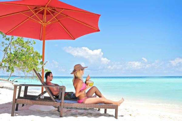 Arena-Beach-Hotel---Couples-in-the-Beach