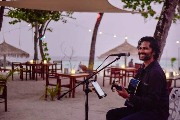 Arena-Beach-Hotel-Live-Acoustic-While-Dining