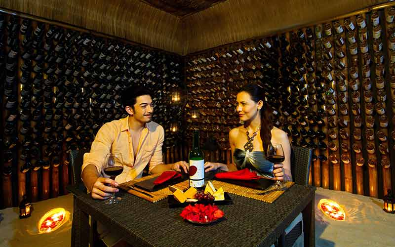 Huma Island Resort & Spa - Rudi's Wine and Cheese Bar
